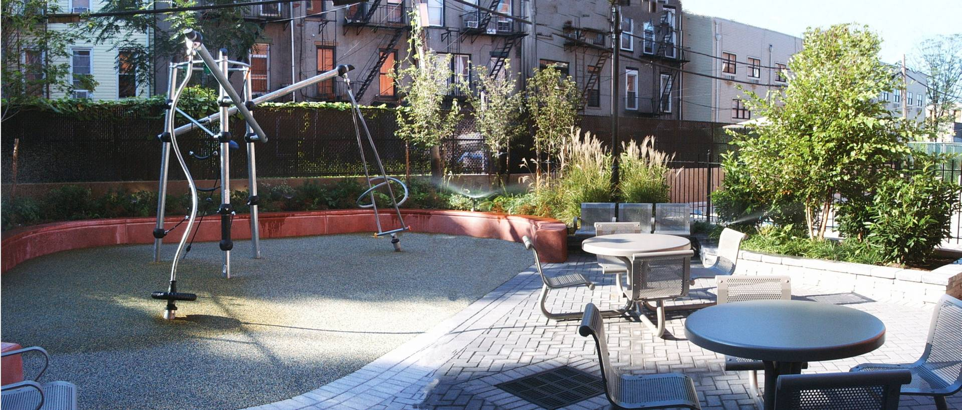 Myrtle Avenue Apartments Courtyard